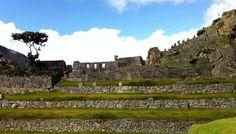"""Machu Picchu, no Peru, fica num lugar tão bonito quanto difícil de chegar. Independente da maneira que você escolher pra chegar lá, a """"cidade perdida dos Incas"""", como é chamada, vai continuar sendo longe. A diferença está no tempo de viagem e no nível de conforto. Do jeito mais econômico ao mais luxuoso possível, saiba...<br /><a class=""""more-link"""" href=""""https://catracalivre.com.br/geral/viagem-acessivel/indicacao/cinco-maneiras-de-chegar-a-machu-picchu/"""">Continue lendo »</a>"""