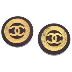 Preowned Vintage Chanel Black And Gold Cc Clip-on Earrings ($580) ❤ liked on Polyvore featuring jewelry, earrings, black, pre owned jewelry, black and gold earrings, gold clip earrings, gold jewellery and chanel earrings