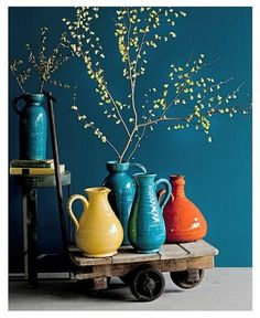 Use of color in your home Living Colors, Flat Interior, Bright Homes, Aesthetic Bedroom, Dark Interiors, Bedroom Green, Blue Rooms, Home And Living, Interior Inspiration