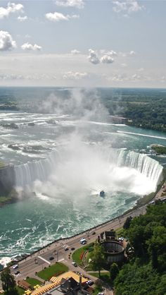 This was mind blowing experience...I was there from America side as well as Canada side.......Niagara Falls
