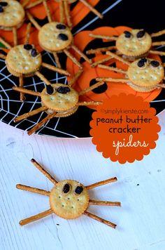 Peanut Butter or Cream Cheese Cracker Spiders | simplykierste.com