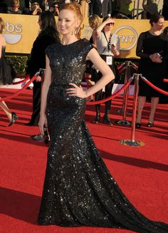 Jayma Mays in Reem Acra at the SAG Awards. Stunning choice.   (Image courtesy of Google)