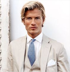 Ralph Lauren - The Summer Suit Khaki Suits, Beige Suits, Mens Fashion Suits, Mens Suits, Male Fashion, Fashion Models, Ralph Lauren, Blonde Male Models, Style Costume Homme