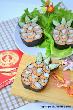 Little Miss Bento シャリーのかわいいキャラベン: Pineapple Sushi Art Roll パイナップル飾り巻き寿司