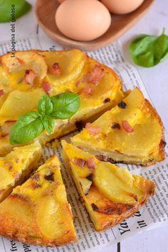 La frittata di patate cipolle e pancetta è un secondo piatto facile da preparare,una torta salata con le cipolle golosa e perfetta da portare per un pic nic