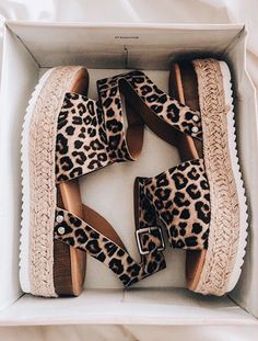 Sapatos Sandalias Fashion Shoes for a Great Price Dream Shoes, Crazy Shoes, Me Too Shoes, Boutique Fashion, Boutique Clothing, Louboutin, Shoe Closet, Mode Inspiration, Mode Style