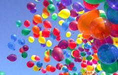 Balões coloridos ao vento...sensação de liberdade!!!!