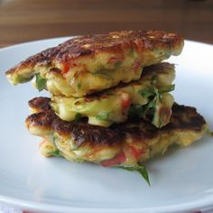 Bill Grangers sweetcorn fritters - these are by far the best corn fritter recipe. Serve with bacon, roast tomatoes and rocket (arugula). Chef Recipes, Vegetarian Recipes, Cooking Recipes, Healthy Recipes, Healthy Food, Corn Fritter Recipes, Bill Granger, Corn Fritters, Breakfast Recipes