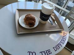 Croissant au chocolat+café #coffeetime