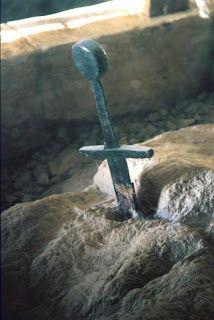 Italia Medievale: San Galgano e la Spada nella Roccia