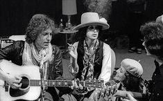 18 Rare Photos From Bob Dylan's 'Rolling Thunder Revue' Tour | Bob Dylan and Joan Baez in His Dressing Room in 1975 | EW.com