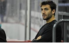 Patrice Bergeron after 3 concussions he's still going strong. Gotta be the strongest man in hockey history. Boston Sports, Boston Red Sox, Hockey Teams, Hockey Baby, Sports Teams, Toledo Walleye, Dont Poke The Bear, Patrice Bergeron, Bae