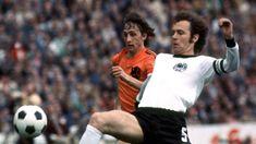 Franz Beckenbauer World Cup 1974 Kids Soccer, Soccer Stars, Soccer Ball, Chris Waddle, Michel Platini, Bernabeu, Famous Sports, Vintage Football, Sport Football