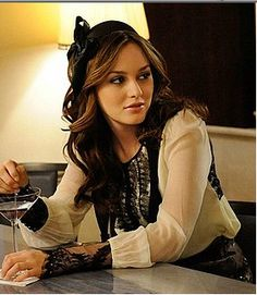 How to get Blair Waldorf's Hair and Makeup Look.
