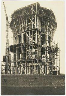 De bouw van de watertoren aan de Speelhuislaan