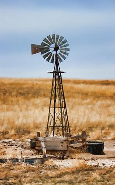 Windmill Photograph - Prairie Sentinel by Sylvia Thornton Farm Windmill, Pompe A Essence, Westerns, Old Windmills, Country Scenes, Water Tower, Old Farm, Le Moulin, Old Buildings