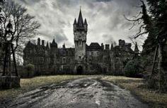 Prachtige foto's van een verlaten spookkasteel in de Ardennen, België