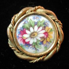 BEAUTIFUL ANTIQUE VICTORIAN PAINTED PORCELAIN METAL BUTTON JEWELERS MNT FLORALS