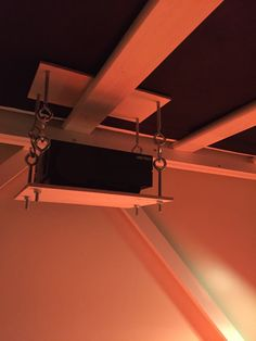 DIY adjustable projector mount for underneath loft bed. Super easy to make and cheap.