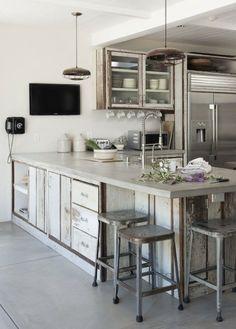 cuisine travail beton placard bois ceruse blanc lampes