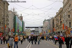 Google Image Result for http://www.danheller.com/images/Asia/Russia/Moscow/CityScenes/people-walking-city-streets-3-big.jpg