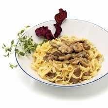 Tagliatelle med lövbiff med svamp i krämig gräddsås är en lättlagad och riktigt smarrig pastarätt. Receptet hittar du här!