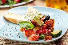 Prázdninový jídelníček s vůní Řecka II. Caprese Salad, Cobb Salad, Tzatziki, Food And Drink, Insalata Caprese