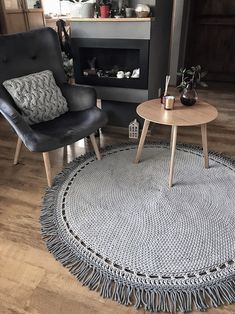 Bed Headboard Design, Headboards For Beds, Crochet Carpet, Crochet Home, Best Carpet Cleaning Solution, Knit Rug, Diy Cushion, Crochet Motifs, Boho Diy