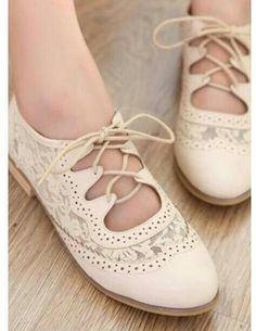Women's #vintage inspired #lace #wingtip shoes! These are soo cute!