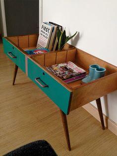 Des tiroirs vintage deviennent une petite table. Bonne idée aussi pour des tables de chevet...