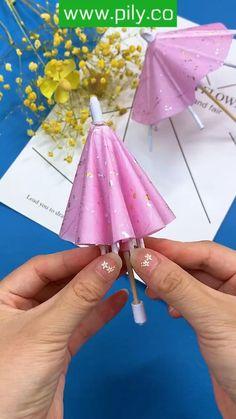 Cool Paper Crafts, Paper Crafts Origami, Diy Crafts For Gifts, Origami Paper, Fun Crafts, Crafts For Kids, Paper Umbrellas, Art For Kids, Barbie
