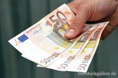 50 Euro Scheine in einer Hand Religion, Hairstyle, Money, Personalized Items, Business, Board, Freedom, Finance, Hair Job
