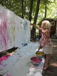 Painting with Spaghetti => messy art party Sensory Activities, Toddler Activities, Outdoor Activities, Sensory Play, Babysitting Activities, Toddler Fun, Summer Activities, Painting For Kids, Art For Kids