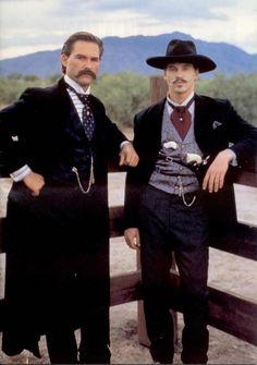 Kurt Russell y Val Kilmer en 'Tombstone: la leyenda de Wyatt Earp', dirigida por George Pan Cosmatos (1993)