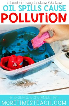 Help your kids understand the disastrous effects of water pollution with this Oil Spill Experiment. This hands on science activity will allow them to see for themselves exactly how difficult cleaning up oil spills in the ocean really are. Water Science Experiments, Earth Science Lessons, Science Week, Preschool Science, Science Fair, Science For Kids, Science Projects, Science Notes, Science Notebooks