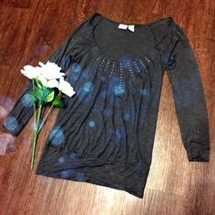 Daytrip Grey Scoop Neck Top Perfect condition top. Three-quarter sleeve. Shoulder to bottom is 26 inches. Bust is 14 inches. Very soft and stretchy material. Same day or next day shipping. No trades and no holds. 20% off of bundles. Daytrip Tops Blouses