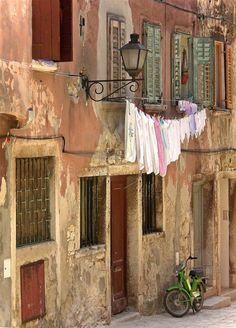 I took hundreds(seemed like it anyway) of photos of laundry hanging outside in Italy! It made me very happy for some reason.