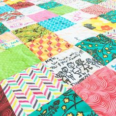 If you& been searching for a simple quilt that can be pieced together in no time, then you& love this Friendship Charm Square Quilt Tutorial. Filled with tips and tricks for making a memory quilt, this charm square quilt tutorial shows you how to Charm Square Quilt, Charm Quilt, Strip Quilts, Easy Quilts, Quilt Blocks, Kid Quilts, Scrappy Quilts, Quilting Tutorials, Quilting Projects