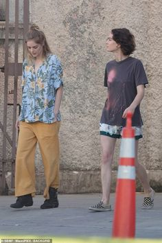 Pretty People, Beautiful People, Brigette Lundy Paine, Alex Winter, Disney Princess Fashion, Pose Reference Photo, Atypical, Lady And Gentlemen, Keanu Reeves