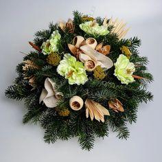 Aranžmán so živým základom 5 | Kvety pre Vás Christmas Wreaths, Floral Wreath, Holiday Decor, Home Decor, Floral Crown, Decoration Home, Room Decor, Home Interior Design, Flower Crowns