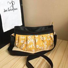 JaxCréations02 sur Instagram: Bonjour à tous ! Allez c'est parti ! Laissez-moi vous présenter Cancan 🤩 Un sac à bandoulière ajustable tout en rondeur et en plis. À…