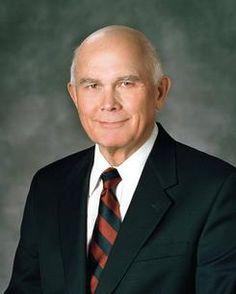 Elder Oaks encourages U.S. citizens to exercise religious freedom | Deseret News