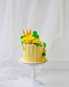 Доброе утро)) Уже все показали свои перовосентябрьские торты, а только вот.... Мы первоклашки и по этому поводу был семейный праздник и конечно торт!!! ________ #axenova_cake _________ Шоколадные и коржи на пиве , даааа совсем не детские,но это бомба,он вообще заслуживает отдельного поста)) Шоколадный чиз с бананами. __________ #безмастики _________ #люблюсемью#самыелюбимые#тортнапраздник#тортбезмастики#тортсцветами#тортсшоколадом#тортскарамелью#шоколадныйторт