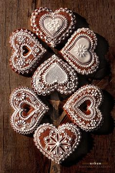 Gingerbread cookies decorated a beautifully romantic way...