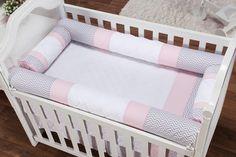 O Kit Berço Rolinho Chevron Noblesse Rosa traz segurança e estilo, do jeito que toda mamãe sonha!