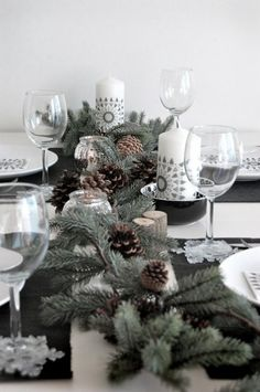 Matrimonio in inverno: fiori e decorazioni - Centrotavola con pigne