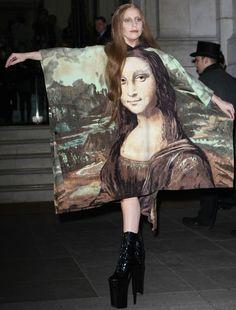 """Lady Gaga Looks Disturbingly Like """"Mona Lisa"""" in Crazy Heels"""