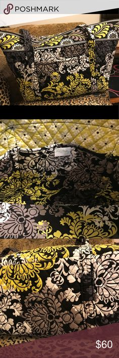 Vera Bradley LARGE tote bag with zipper Large Tote Holds It All. Four Exterior Large Pouch Pockets /Two Large Interior Pockets/ Clean No Odors / Great Bag!!! Retired Pattern Vera Bradley Bags Totes