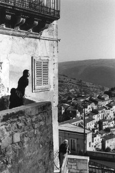 Ferdinando Scianna - Marpessa al balcone, Ragusa