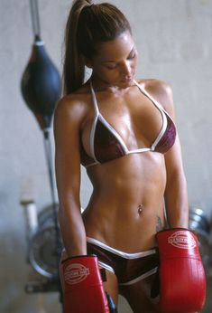 This babe is my gymspiration for tonight's session. I wish I looked this good boxing! So fit, toned, tanned and generally amazing!